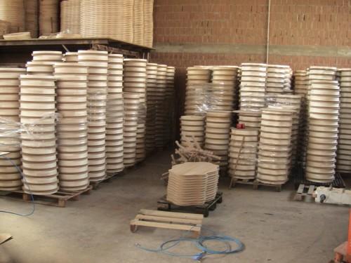 Produzione e commercio tavoli tavolini sedie poltrone for Produzione sedie
