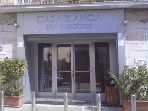 Rivestimento Casablanca : Rivestimento ed insegna in alucobond : capurso