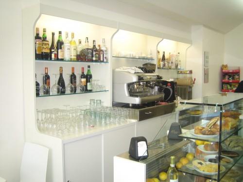 Produzione banchi bar arredi commerciali www for Bancone bar prezzi