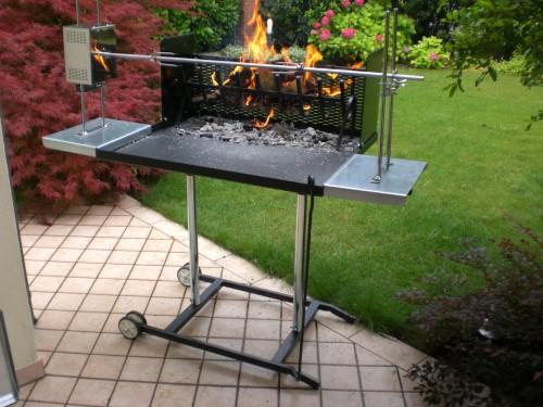 Barbecue a legna maxi con girarrosto elettrico e spiedo for Barbecue fai da te in ferro