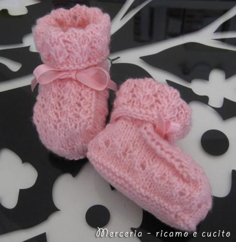 Scarpine per neonato in lana ai ferri
