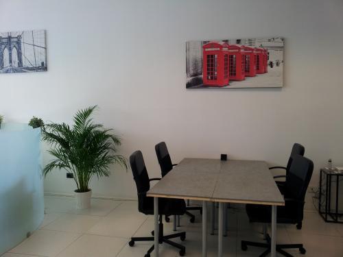 New work srl uffici temporanei sala riunioni assistenza for Uffici temporanei