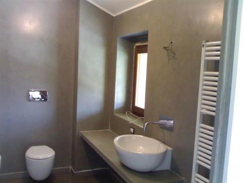 Pavimenti del bagno in resina design casa creativa e - Resina pareti bagno ...