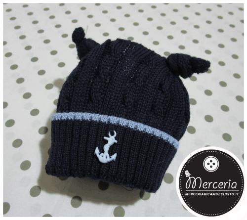 Cappellino blu in lana con ancora per neonato