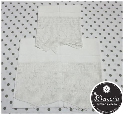 Coppia asciugamani in lino con fiori
