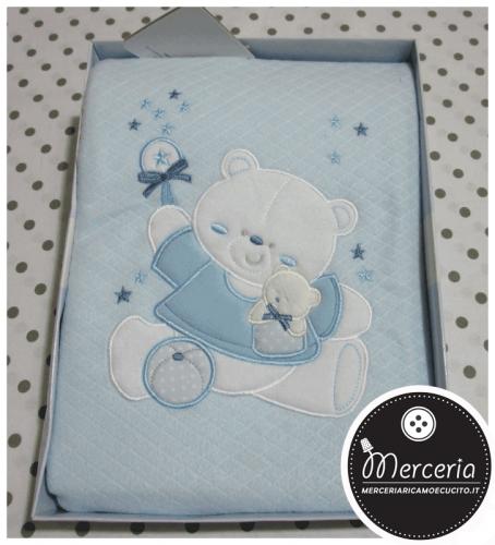 Coperta pile celeste con orsetto per lettino