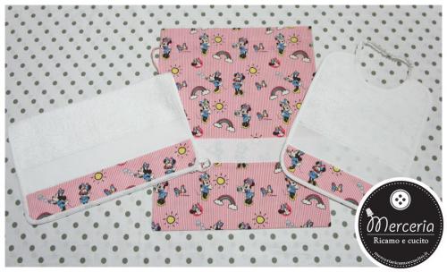 Set asilo Minnie Mouse - Sacchetto, asciugamano e bavetta