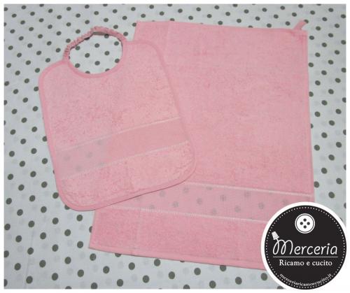 Set per asilo rosa - asciugamano e bavetta