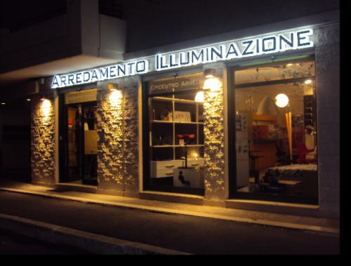 Negozio di mobili e lampade epicentro arredo roma for Archi arredo roma