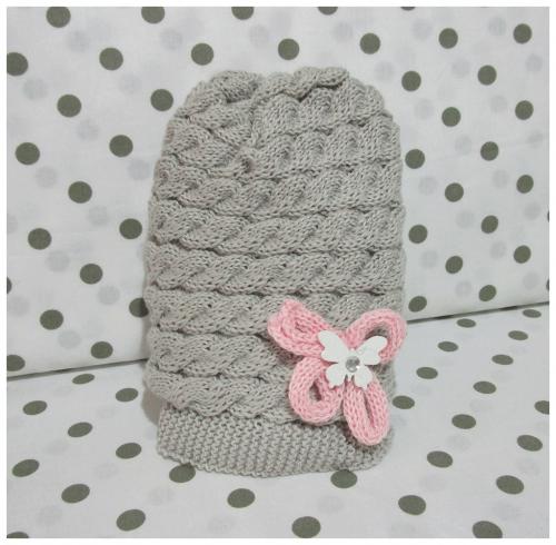 Cappellino grigio con farfalla