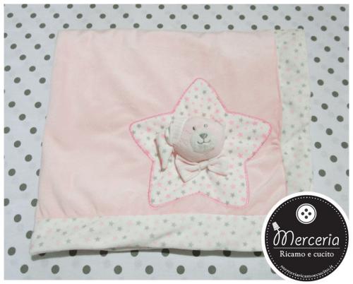 Copertina rosa in ciniglia con stella e orsetto