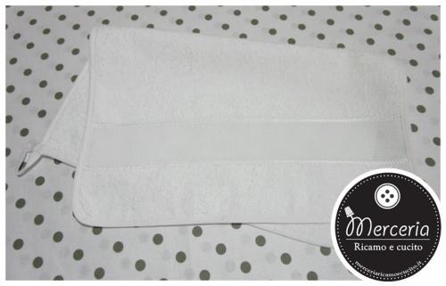 Asciugamano salvietta in spugna per asilo