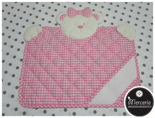Tovaglietta-quadrettata-rosa-con-orsetto
