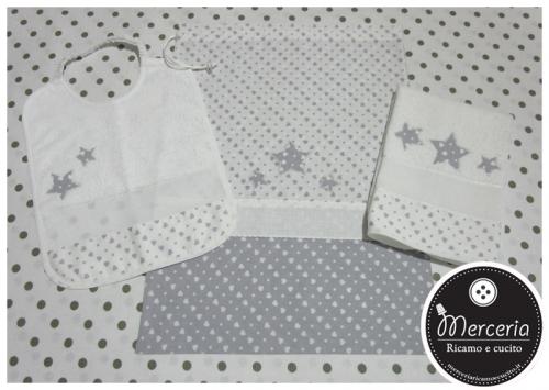 Set asilo cuori con stelle – Sacchetto, asciugamano e bavetta